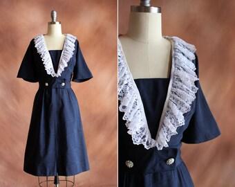 années 1950 dupion de soie bleue marine et blanc robe de cocktail col en dentelle / taille s