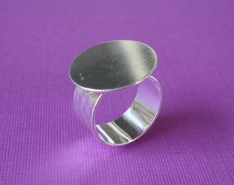 Silver Adjustable Finger Ring 10mm Hammered Band with 20mm Round Base Setting for a Flat Back Cab or Jewel (1 piece)