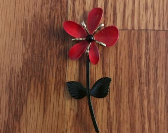Vintge flower brooch with stem