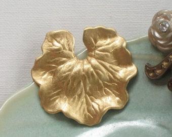 6 pcs WaTER LILY LEAF raw brass embellishments . 26mm x 25mm (FF8)