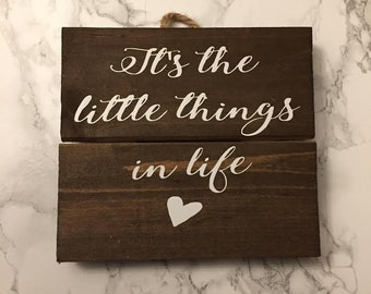 """Pallet Wood Quote Sign/Frame """"It's the little things in life """""""