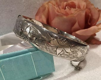 Exquisite Quality Vintage ENGLISH Sterling SILVER Bangle-Beautiful Floral Etching on Front & Back-Made Birmingham in 1964-Weighs 22.30 grams