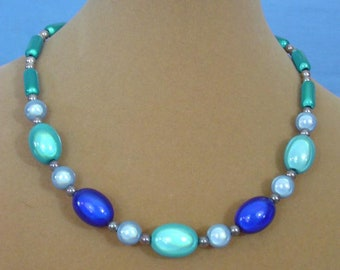 "Beautiful 16"" shades of ble necklace - N609"
