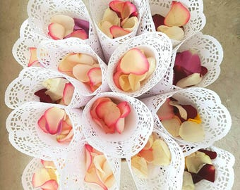 100 Wedding Confetti Cones,Cones for Confetti,Wedding petal cones Confetti,Wedding cones,Paper Cones - already assembled. ready to use