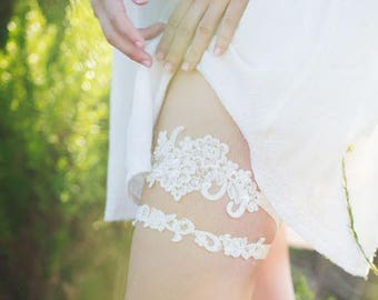 Ivory Flower Lace Wedding Garter,White Alencon Lace Garter,Bridal Lace Garter,White Flower Lace Wedding Garter,French Lace Custom Gareter