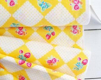Flower Sugar Berry - Picnic(Yellow Background)- Lecien - Japan, Inc