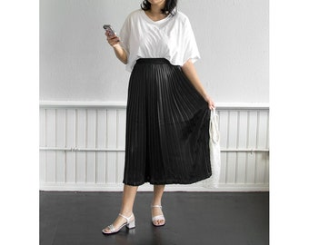 80s Satin Pleated Midi Skirt / Fits up to a Large