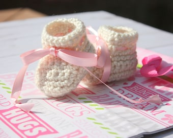 Oatmeal Baby Girl Booties - Newborn Crochet Baby Booties -  Handmade Baby Girl Gift - Baby Girl Shower Gift