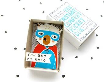 Superheld Bear - The Instant Comfort Pocket Box - u bent mijn held - waardering cadeau in een doos
