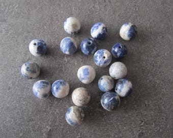 Set of 18 round blue marbled porcelain beads