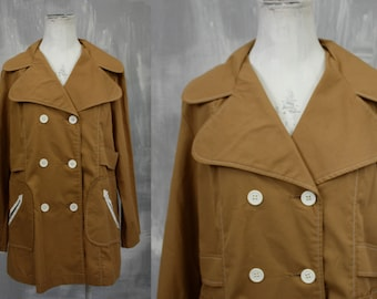 70s Style | Vintage SEAR'S Wide Round Lapel Tan Lightweight Twill Short Trench RAIN Coat | Funky 1970s | Juniors Lg Xl | 34-37 Waist