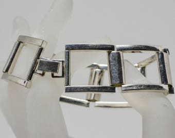 Lovely silver tone link bracelet