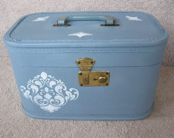 Vintage blue makeup train case