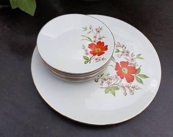 Vintage//gebaksset//Set of 5 cake plates and serving dish//porzellaina//flowers//second hand dealer monopoli//in good condition.