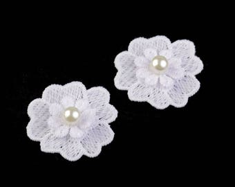 10 small white flowers and pearls 4 cm