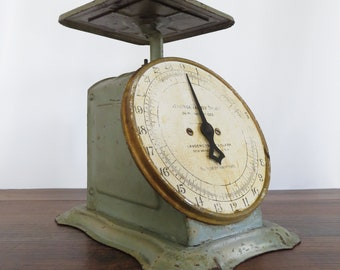 Shabby Vintage Columbia Family Kitchen Scale