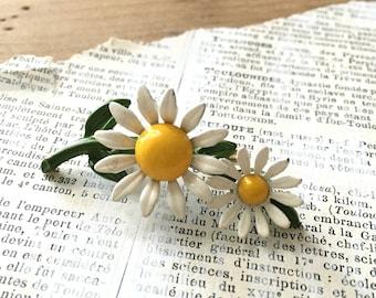 Small Vintage Enamel Daisy Brooch - Enamel White Flower Power