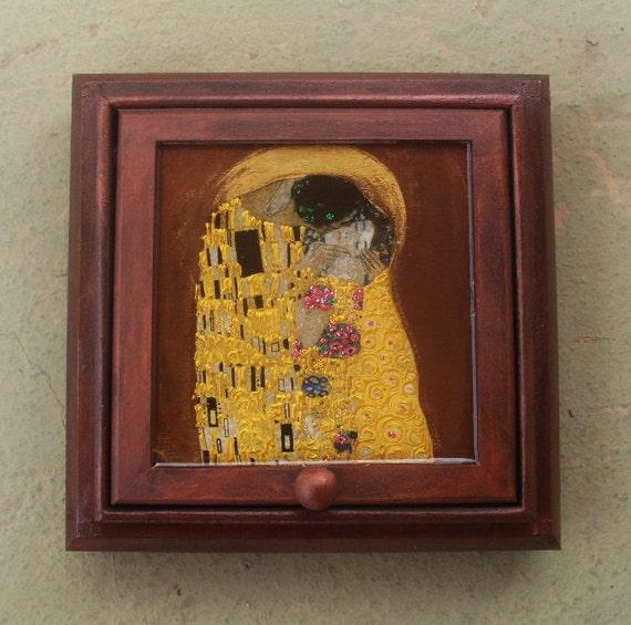 Wooden Jewelry Box - Kiss
