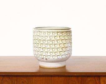 Ceramic Stoneware Planter — Large Delta pattern — White Glaze — P44