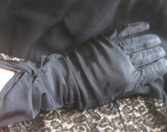 "Vintage Black Taffeta and Nylon Gloves Size 6-1/2"""