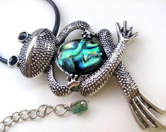 Frog Necklace, Frog Jewelry, Frog Pendant, Animal Jewelry, Animal Necklace, Animal Pendant, Mother of Pearl Pendant, Mother of Pearl Jewelry