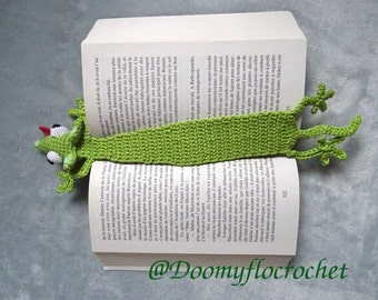 grenn mouse bookmark crocheted cotton made