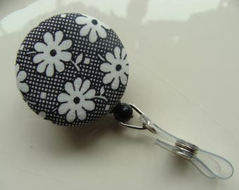 Retractable Badge Reel - Off White Daisy's & Checks on Black