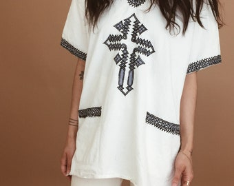 HUIPIL ETHNIC TOP // vintage huipil tunic // white cotton // blue embroidery // boho clothing // festival clothing