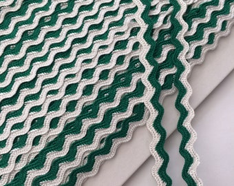 Emerald Green / White Ric Rac Braid 8mm x 2 Meters
