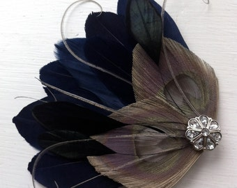 JOLIE II en bleu nuit, gris et noir paon plume morceau de cheveux de mariée cheveux Clip, Bibi plume,