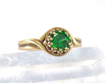Antique brass Emerald CZ adjustable crown ring / May birthstone / 6mm Emerald ring / promise ring / Mothers Day gift / girlfriend gift