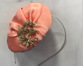 Peach Satin Fascinator with Beautiful Brooch // Vintage Spring & Summer Party // Classy Elegant Wedding Handmade Hairpiece Headband