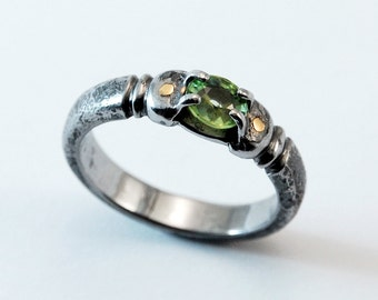 Fineish Jewel ring - iron, peridot, 18K gold