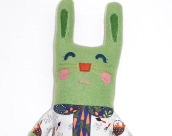 Lucy Lapin Hase Plüsch, Stuffie, Hase, Plüschtier, kinderfreundlich, kuschelig, Mädchen, Hase, ausgestopfte Tiere, Ooak-Kunst-Puppe, Kaninchen