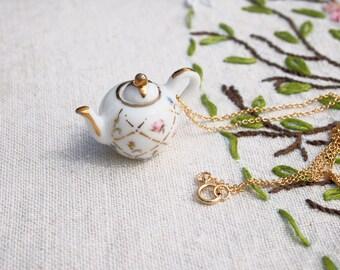 Gold Lattice Teapot Necklace