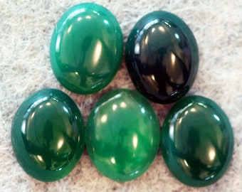 Pack of 5 green onyx/agate cabochons 10 x 8mm.