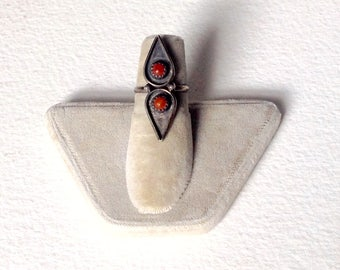 Vintage Zuni coral and Sterling ring snake eyes