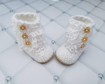 Crochet baby boots, baby girl boots, baby girl shoes, crochet baby booties, white baby shoes, newborn to 6 month baby girl shoes