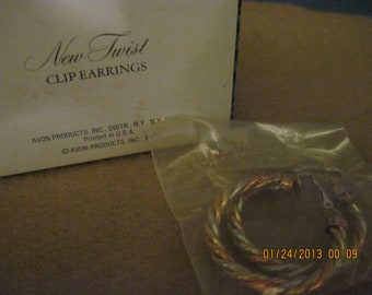 BEAUTIFUL Vintage New Twist Clip Earrings...Gold....1977..by Avon #432..NOS..Gift 4 Woman,
