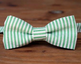 Boys Seersucker Bow Tie, boys summer bow tie, wedding bow tie, first birthday bowtie, boys bow tie, boys Easter outfit, boyswear, photo prop