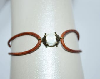 Bracelet Leather with White Bead & Bronze, Leather Cord Bracelet, Beaded Leather Cord Cuff Bracelet