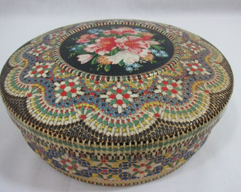 Holland,Vintage Tin ,collectible storage tin , floral round tea tin , Made in Holland , creative storage , sewing ,buiscut tin,raised design