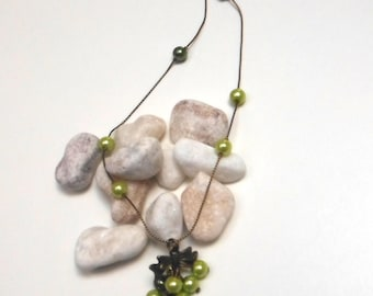 CLUSTER of pearls necklace green Co310