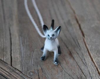 Siamese cat ceramic necklace