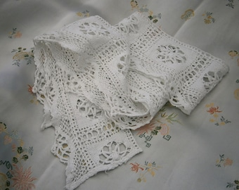 Vintage 1930s length of wide crotched white cotton lace trim shelf edging crafts