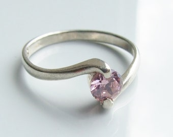 Vintage 925 Sterling Silver Pink Cubic Zirconia Twist Ring Size 8 - P 1/2