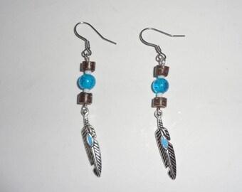 boucles d'oreille perles de bois & plume - idée cadeau