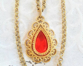 SALE!! Gorgeous Vintage Necklace-Featuring a Large Red Glass Stone/Drop Chain-Can Be Worn as a Solitare-Lariat-All Orders 99C Shipping