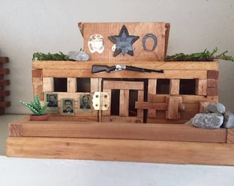 U.S.MARSHAL JAIL / Bird Feeder - Unique with Wanted Posters / Rifle