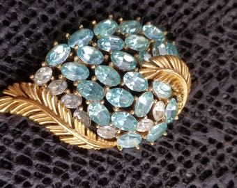 Vintage TRIFARI signed gold tone pin / brooch crystal stone